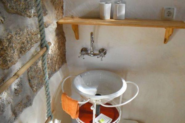 Holiday homes-turismo rural Portugal cottage-casa Alegria bathroom-casa de banho