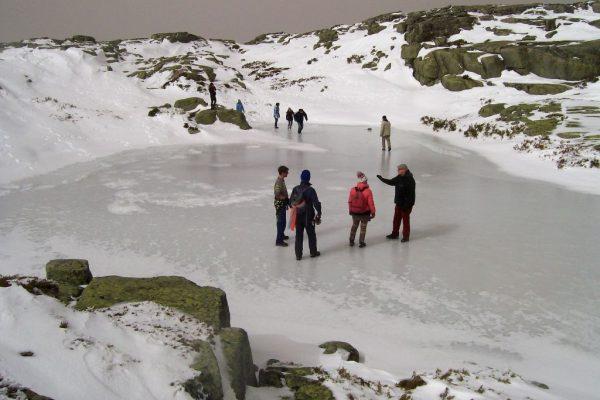 hiking-serra-da-estrella-snow