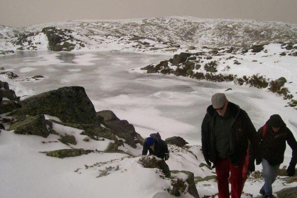 hiking-serra-da-estrella-snow1