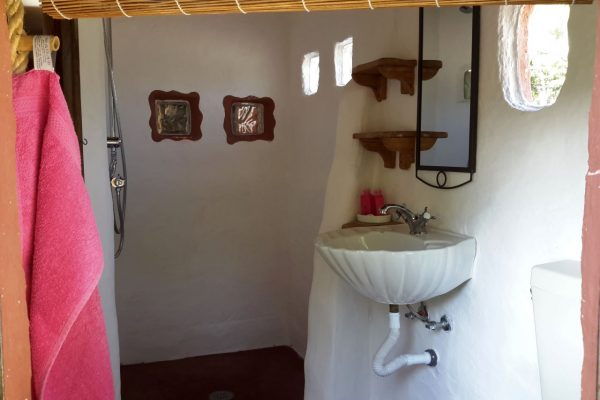 Farm holidays bathroom Gypsy wagon