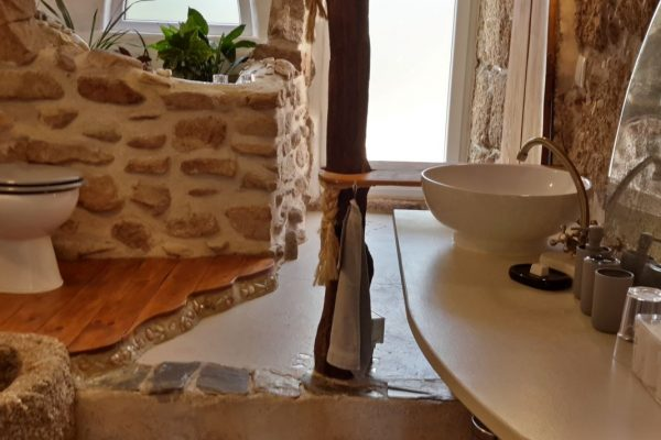 Holiday farm Portugal rustic bathroom